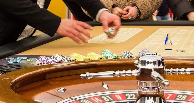 casino-dealer